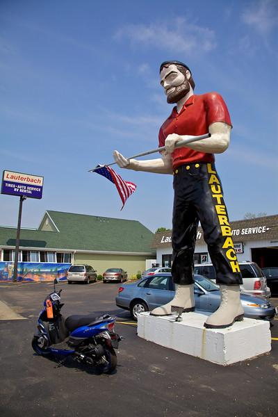 Day 2: The Lauterbach Giant in Springfield, IL.