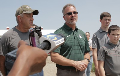 MFB Director Jeff Sandborn (right) addresses the gathering during Gov. Whitmer's visit to Smuts Farms.