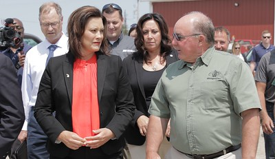 Michigan Corn's Executive Director, Jim Zook, speaks with Gov. Gretchen Whitmer on Duane Smuts's farm.