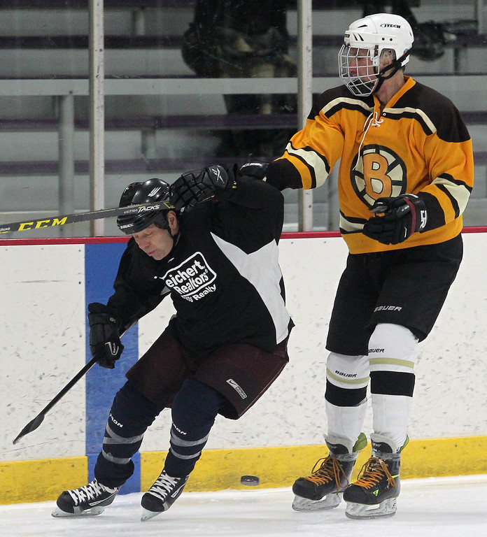 . Bruno\'s Dive Shop defeated Weirchert Realtors / Cass Realty 4-2 in the MSO (Michigan Senior Olympics) Men�s Championship Hockey game at the Troy Sports Center Friday, February 10, 2017 . (LARRY McKEE - For The Oakland Press)