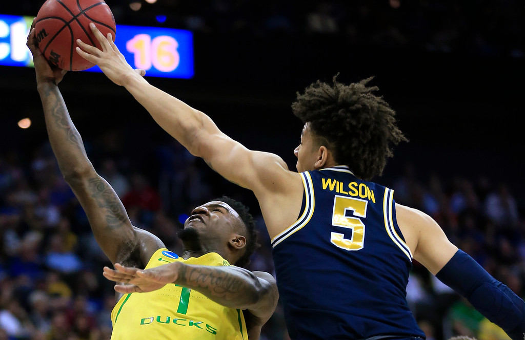 . Michigan forward D.J. Wilson (5) blocks a shot by Oregon forward Jordan Bell during the first half of a regional semifinal of the NCAA men\'s college basketball tournament, Thursday, March 23, 2017, in Kansas City, Mo. (AP Photo/Orlin Wagner)
