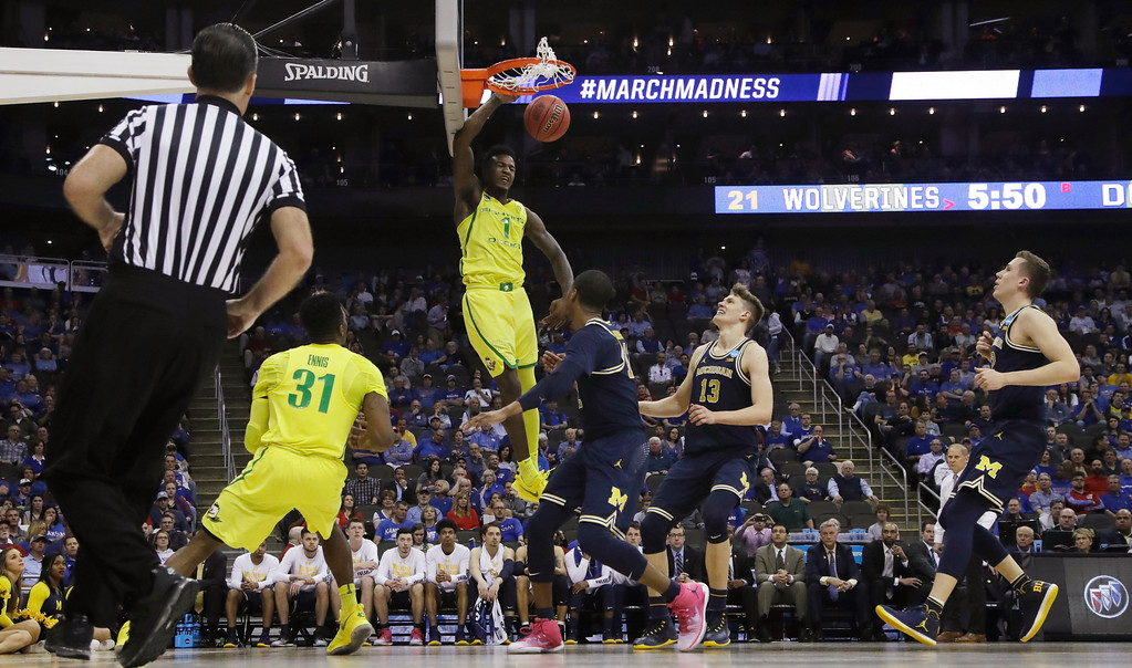 . Oregon forward Jordan Bell dunks during the first half of a regional semifinal against Michigan in the NCAA men\'s college basketball tournament, Thursday, March 23, 2017, in Kansas City, Mo. (AP Photo/Charlie Riedel)