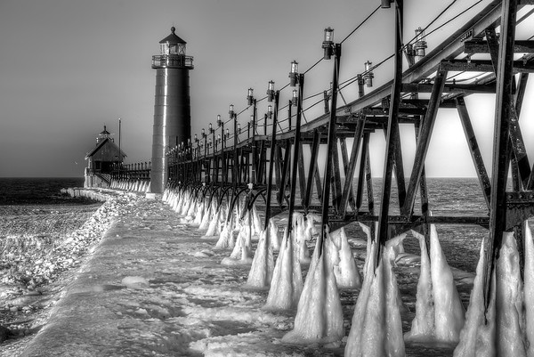 Grand Haven Pier and Lighthouse (BW)