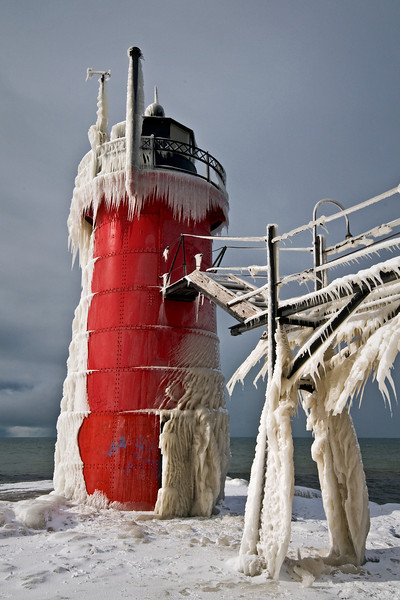 MI 088                     Ice encases the lighthouse and catwalk in South Haven, MI.