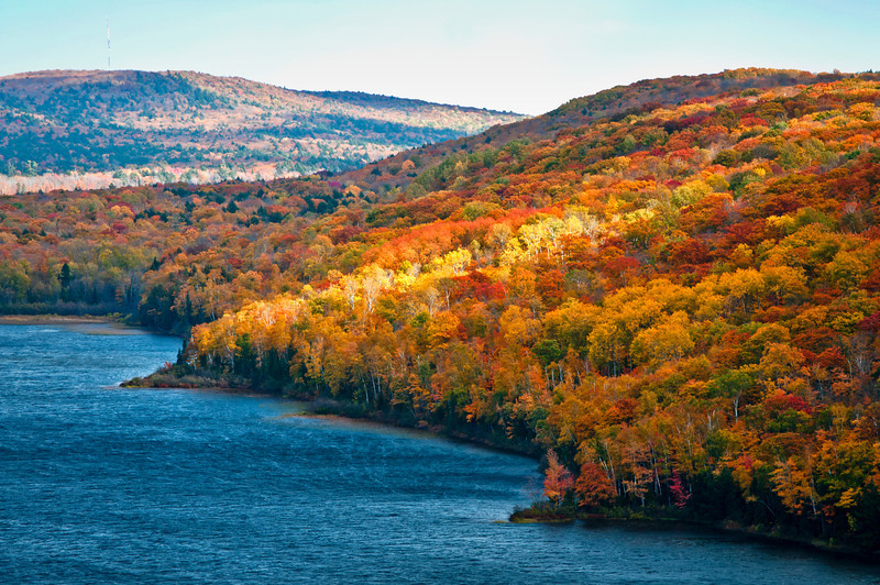 MI 109                           Fall color on the shore of Lake of the Clouds in the Porcupine Mountains Wilderness State Park located in Michigan's Upper Peninsula.