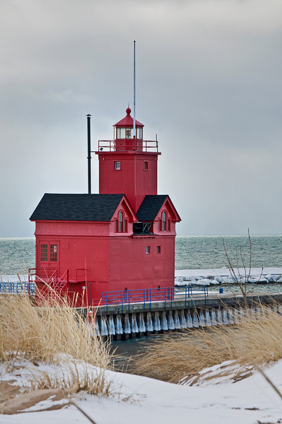 "MI 087                      One of the most recognizable Lake Michigan lighthouses, ""Big Red,"" located in Holland MI."