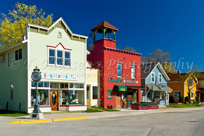 The main street of Suttons Bay on the Leelanau Peninsula near Traverse City, Michigan, USA.