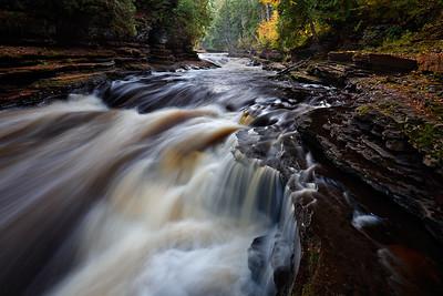 Under Autumn - Presque Isle (Porcupine Mountains State Park - Upper Michigan)