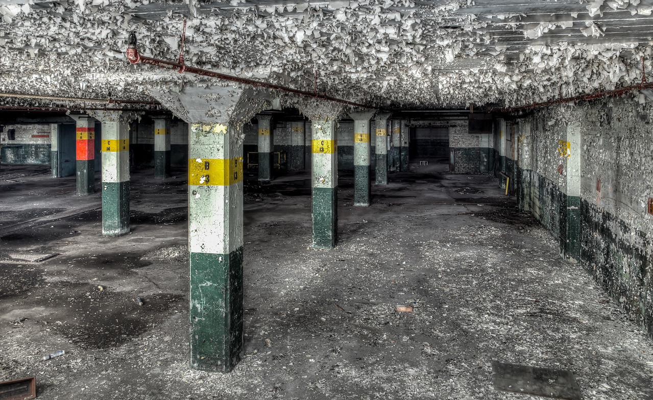 Photo of an abandoned building in Muskegon Michigan.