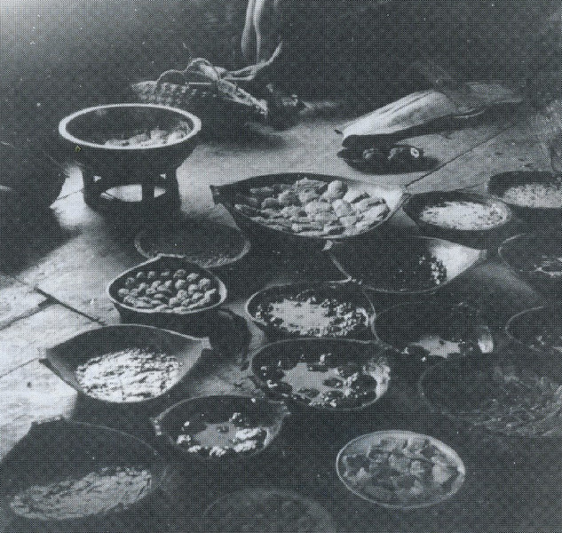 A Palauan meal ready, in wooden bowls, for honored guests (Augustin Kramer, 1909)