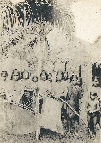 A group of Chuukese women and children, from the period of Japan's South Seas Mandate