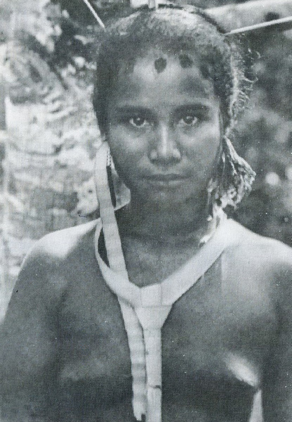 A young Palauan woman wearing the ornaments of her clan (Augustin Kramer, 1909)