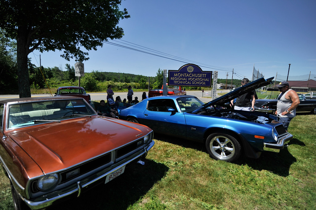 . Cars gather at Monty Tech in Westminster on Sunday for the Mid State Antique & Classic Auto Meet.  SENTINEL & ENTERPRISE JEFF PORTER