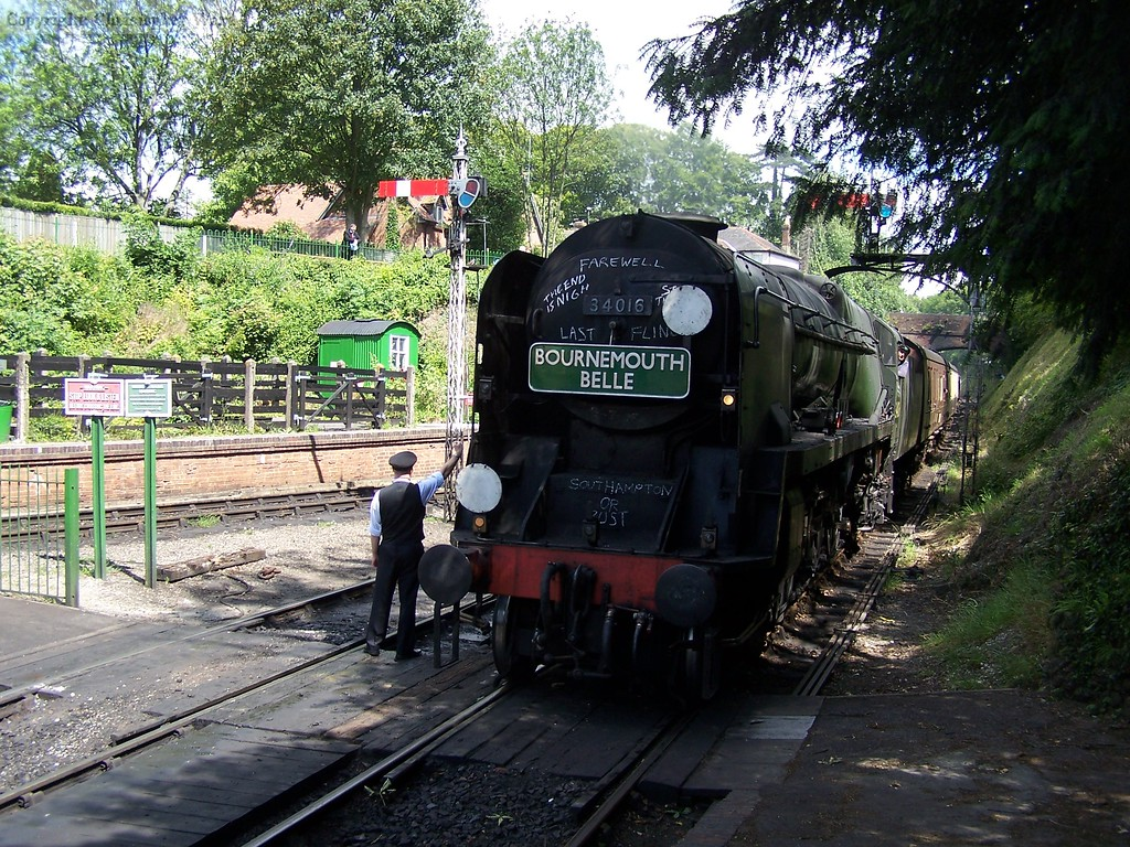 Bodmin arrives with the dining train