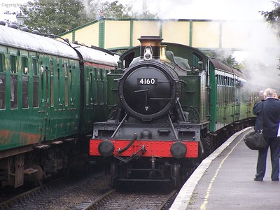 4160 arrives at Ropley