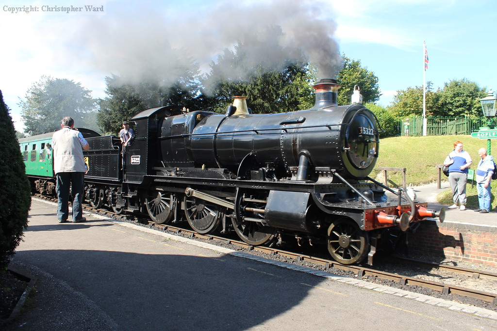 5322 runs into the station