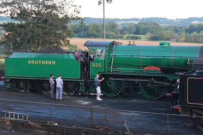Cheltenhams crew chat away