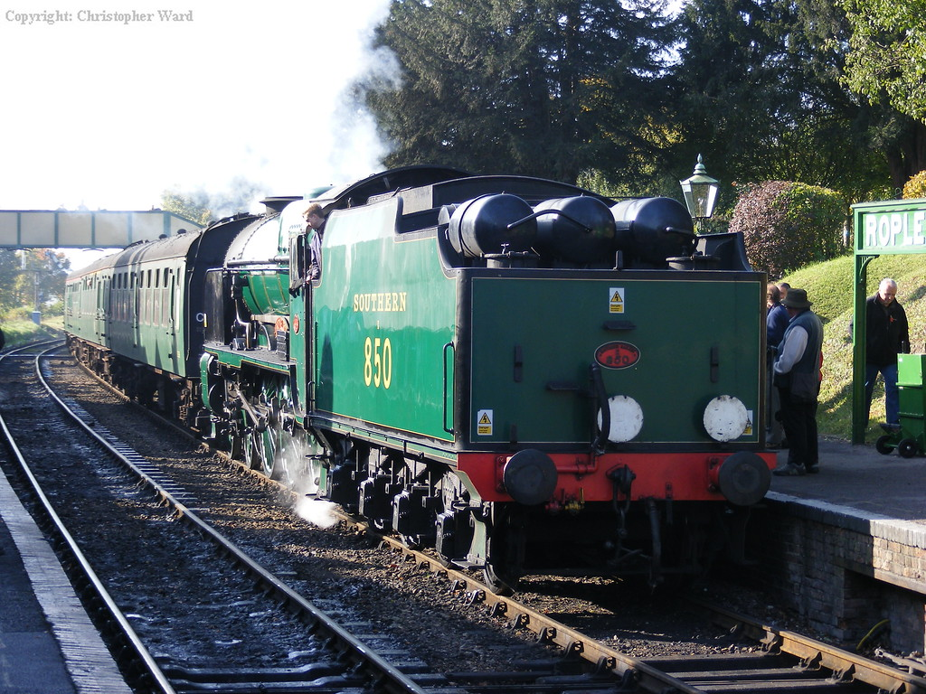 850 arrives from Alresford