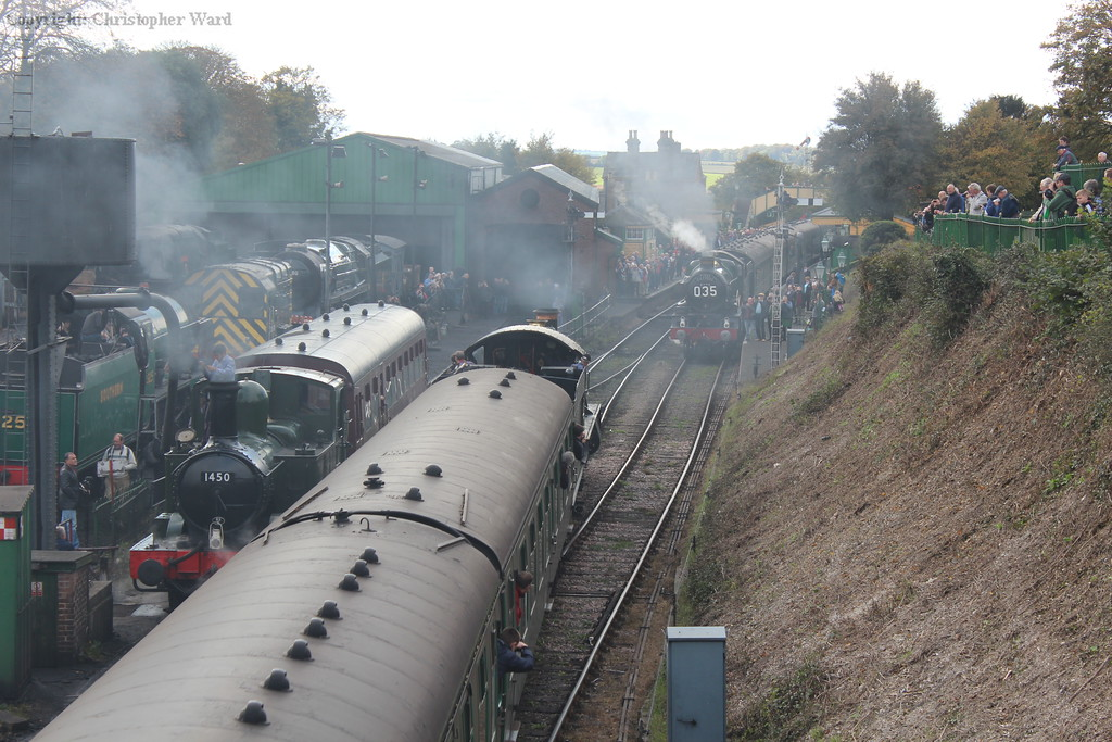 A truly GWR scene in the middle of Hampshire as (L-R) an auto-tank, Modified Hall and Castle rub shoulders at a busy Ropley