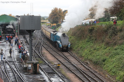 4464 pulls out of Ropley