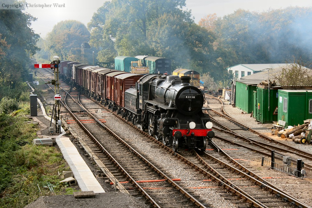 43106 completes the climb from Ropley