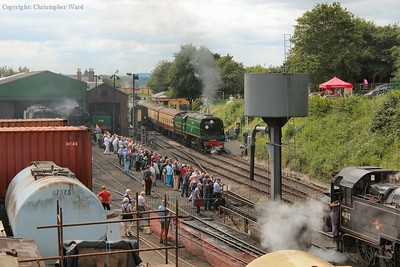 34081 prepares to depart from a busy Ropley