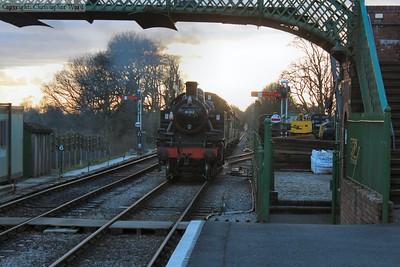 As the sun sets, 41312 approaches with the final Alton train of the day