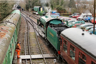 925 and 92212 stare each other down at the west end of Alresford station