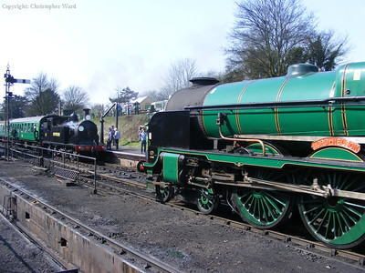 Two contrasting sizes of Eastleigh product meet fleetingly at Ropley