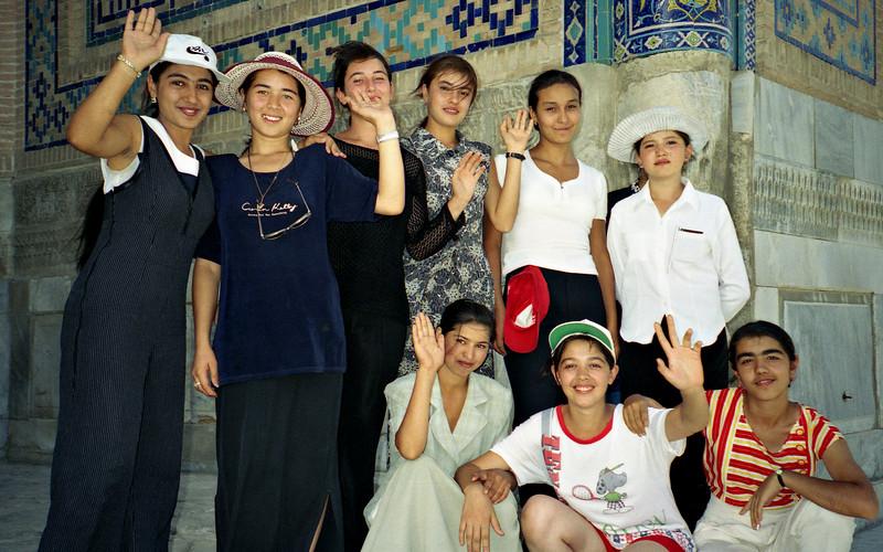 Girls, Samarkand, Uzbekistan