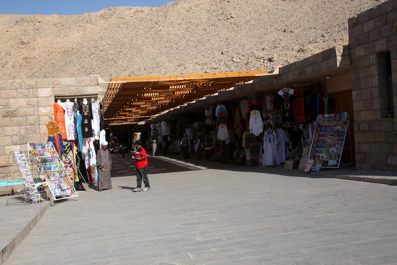entrance and shopping! 2007: The Valley of the Kings, in Thebes, on the west bank of the Nile by Luxor, is the burial place of the pharaohs of the New Kingdom, 18th, 19th, and 20th Dynasties. To date, more than 62 tombs have been identified.