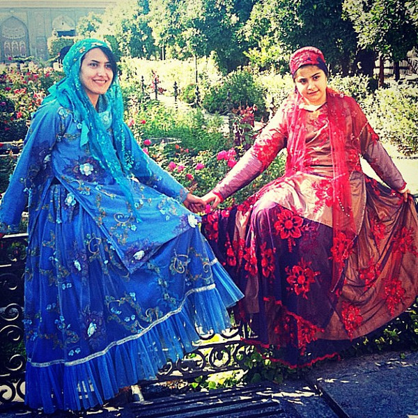Sisters decked out for Persian garden in Shiraz, #Iran. #wir #gadv #dna2iran