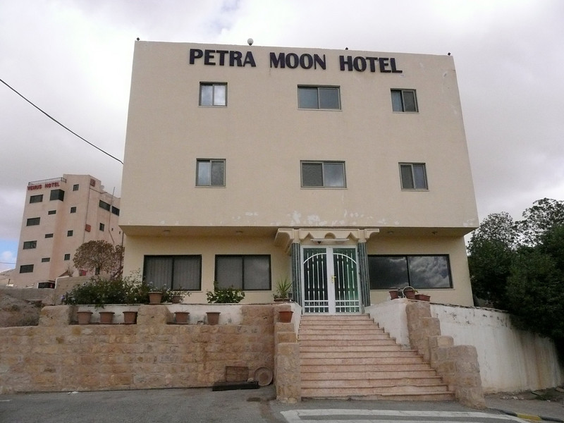 "Petra Moon Hotel in Wadi Musa, a couple of minutes from the entrance of Petra.  We were very happy with our stay here, the brothers were wonderful hosts, picked us up in Aqaba and tooks us to Wadi Rum without any problems.  <a href=""http://www.petramoonhotel.com/index.swf"">http://www.petramoonhotel.com/index.swf</a>"