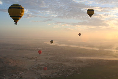 Balloon flight over the Nile