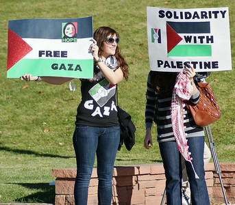 Two women holding signs about Gaza ans Palestine.