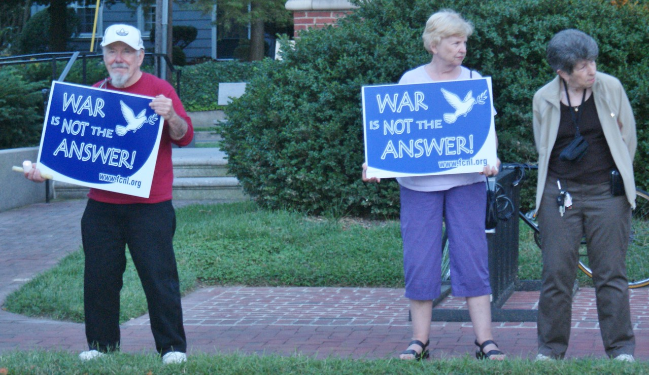 About 40 people demonstrate against a US attack on Syria in Lewes, Delaware (9/9/13).