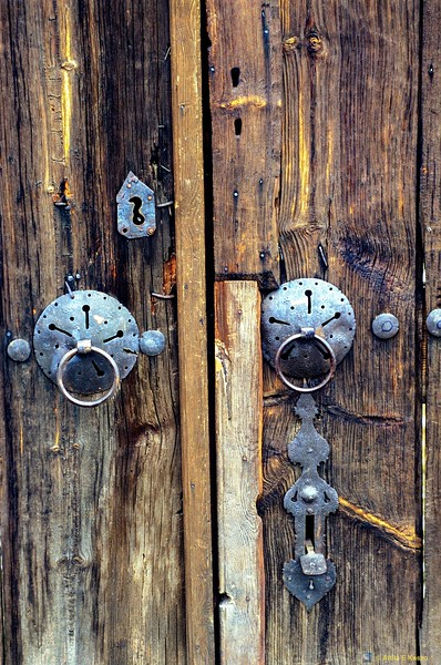 Old Wood Door<br /> Safranbolu, Turkey