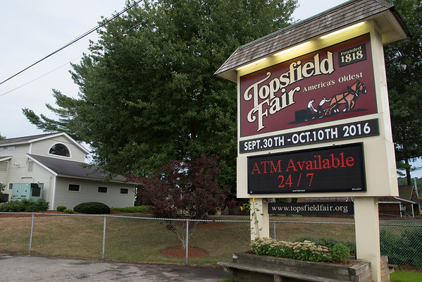 JIM VAIKNORAS/staff photo Sign at the entrance to the Topsfield Fair.