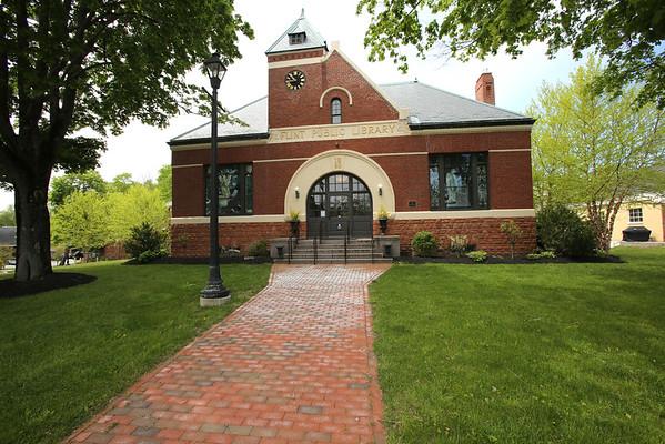 KEN YUSZKUS/Staff photo.      Middleton's Flint Public Library's front view faces out toward Route 114.    05/18/16