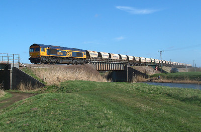 I had more time than I thought so on the next good forecast day some 3 1/2 months later  66708 is captured at Beggars Bridge 9.3.2017 11.48hrs. Train details as previously.