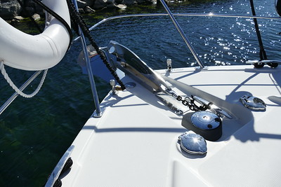 Dual wash down spigots, fresh water and sea water. Same setup at the transom