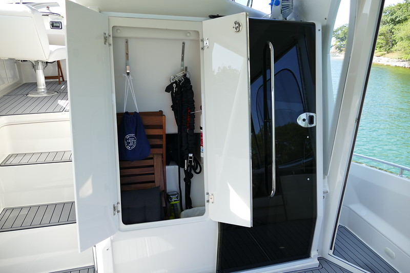 Nice storage area. Extra chairs, saftey equipment and Anchor bridle.