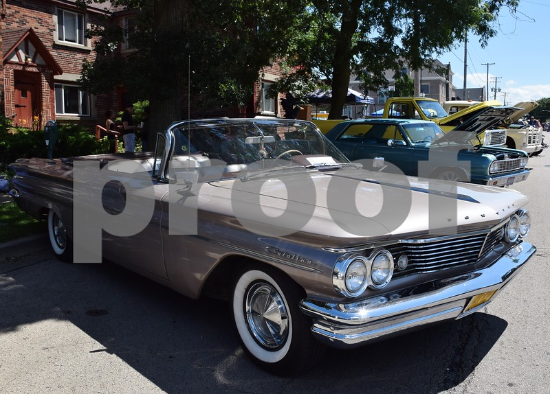Katrina J.E. Milton - kmilton@shawmedia.com<br /> About 1,200 cars, 77 motorcycles and 15,000 people rolled into downtown Sycamore on Sunday for the 18th annual Fizz Ehrler Memorial Turning Back Time Car Show.