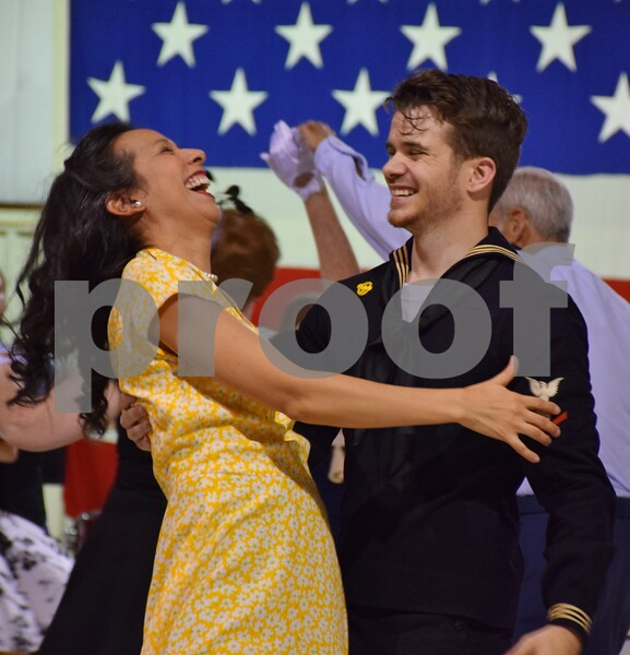 The third annual USO Fundraiser Hangar Swing Dance, benefiting USO of Illinois O'Hare Center, took place Saturday at the DeKalb Taylor Municipal Airport.
