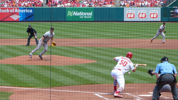 Wainwright cant get his bunt down against the Giants
