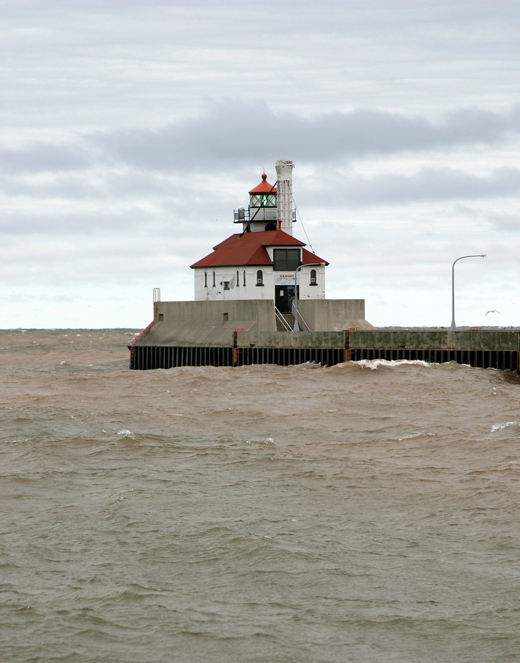 Duluth Ship Canal, South Pier Light