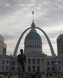 The Old Courthouse and the Gateway Arch from Kiener Plaza.