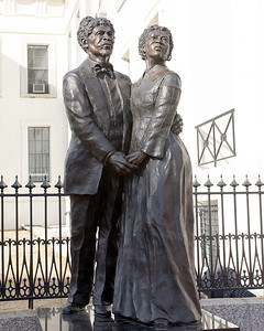 Dred and Harriet Scott statue outside the Old Courthouse