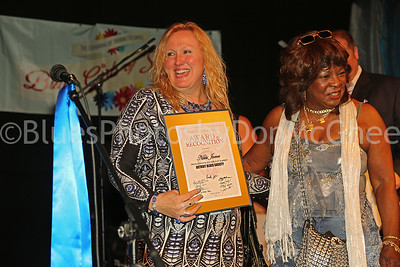 Martha Reeves presents Nikki James with City of Detroit award