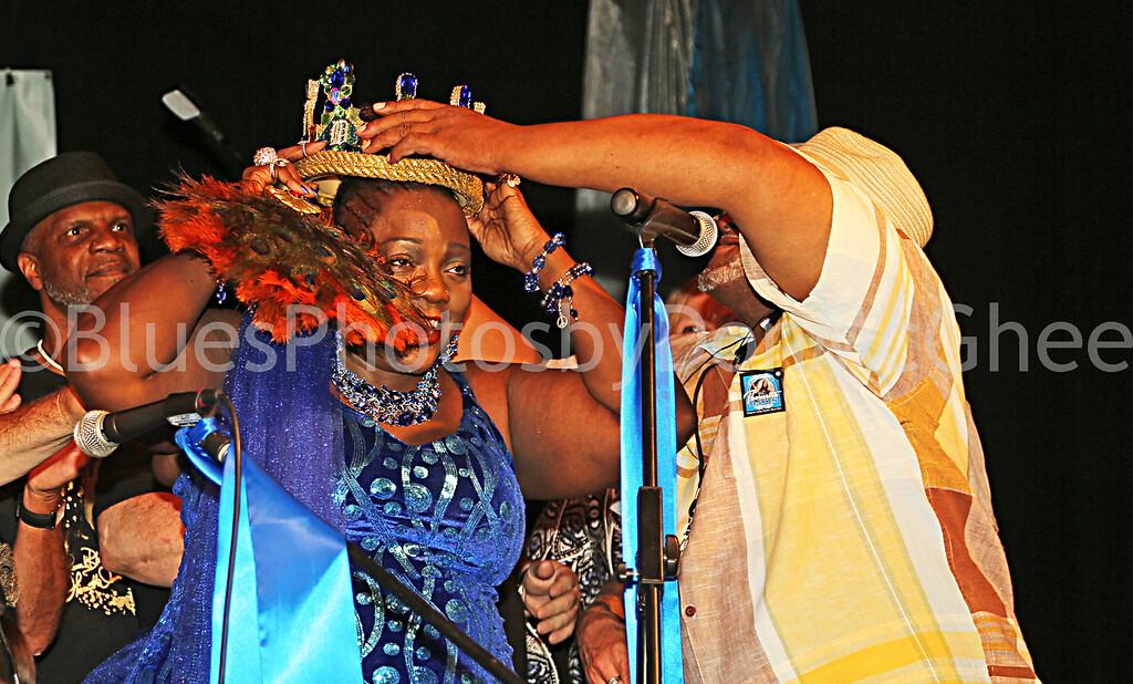 """Thornetta Davis crowned Detroit's Queen of the Blues  <br> <a href=""""http://thornettadavis.com/"""" target=""""_blank"""">www.thornettadavis.com/</a>"""